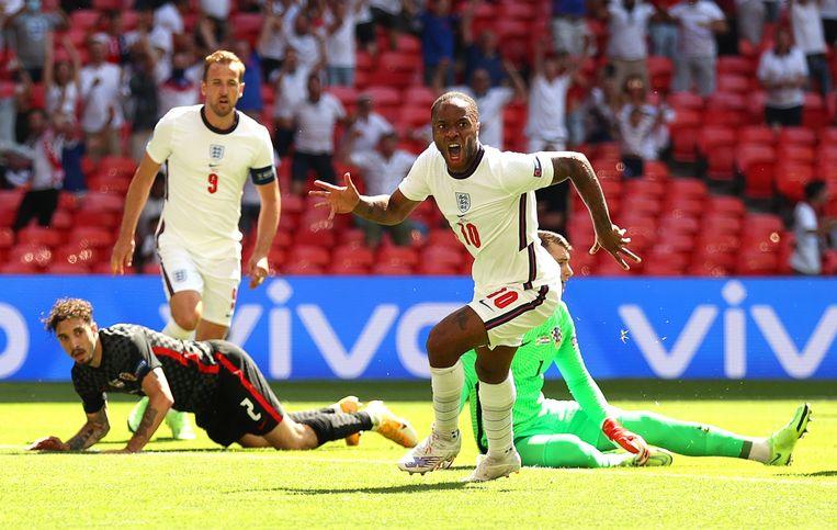 Raheem Sterling juicht na de 1-0 tegen Kroatië in de groepsfase. Beeld EPA