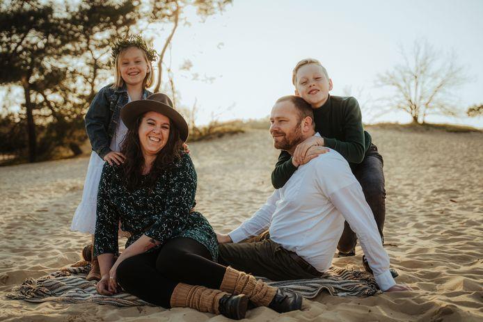 Naomi met haar gezin.