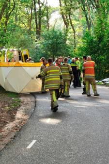 Motorrijder overleden na botsing tegen boom