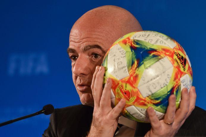 FIFA-baas Gianni Infantino gaat onderzoeken of het WK voortaan elke twee jaar gehouden kan worden.