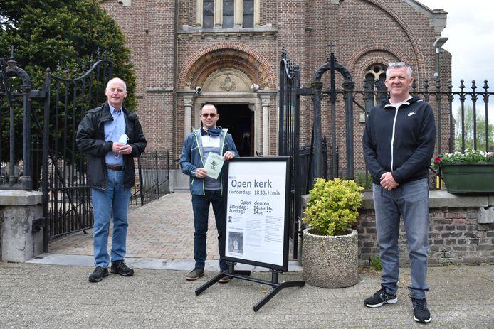Burgemeester Marino Keulen, raadslid Dominique Terwingen en schepen Peter Verheyen blijken voorbeeldige pelgrims.