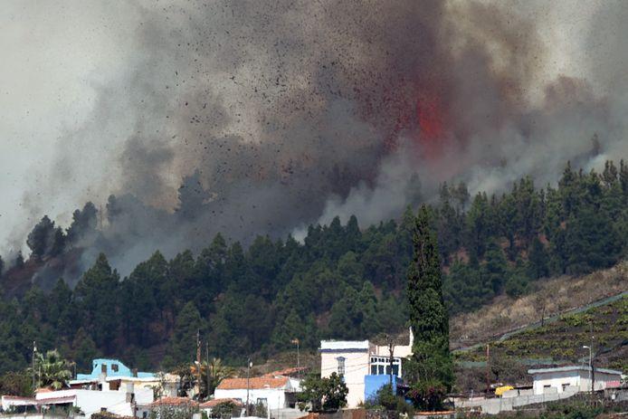 De Cumbre Vieja-vulkaan op La Palma gezien vanuit Los Llanos de Aridane.