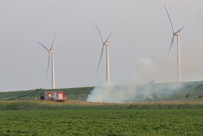De brandweer rukte vanavond uit voor een mogelijke brand in een grote windmolen langs de Westermeerdijk tussen Espel en Urk.