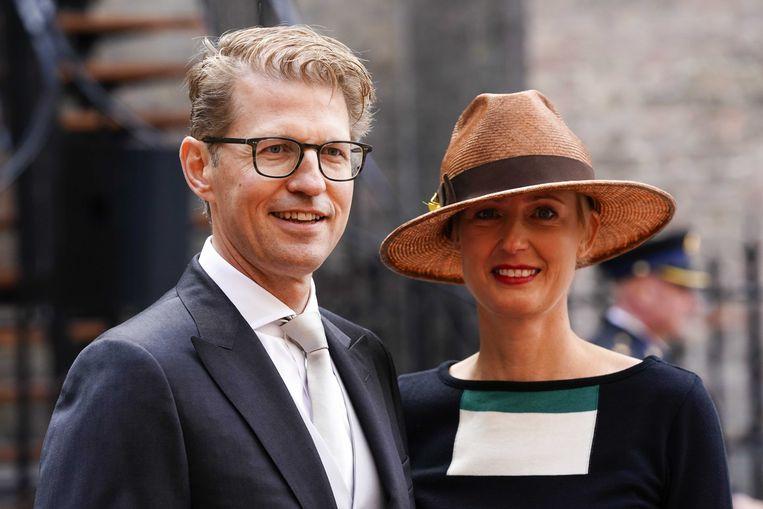 Minister Sander Dekker (Rechtsbescherming) en zijn vrouw arriveren dinsdag bij de Ridderzaal. Beeld null