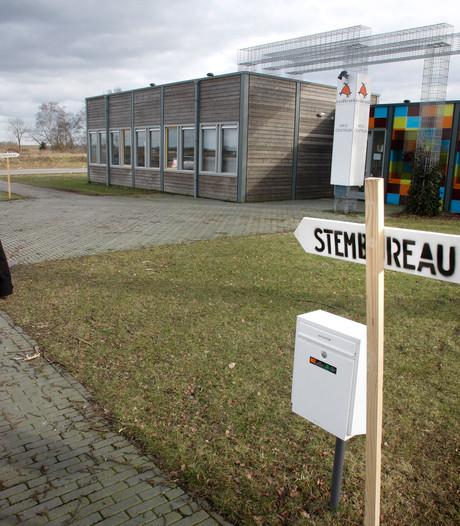 Apeldoorners helpen graag een dagje als vrijwilliger op het stembureau