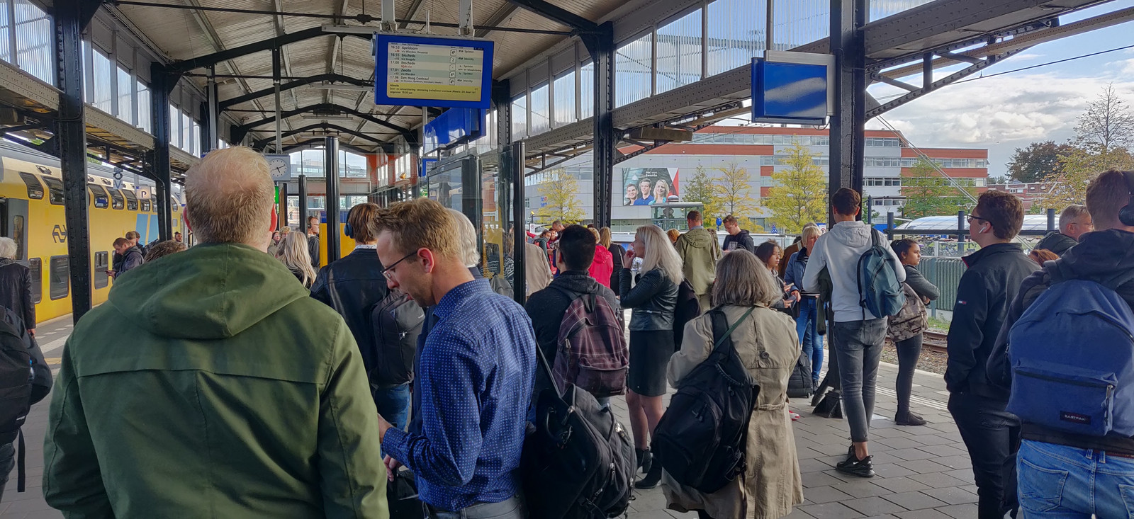 Drukte op station Almelo als gevolg van de storing