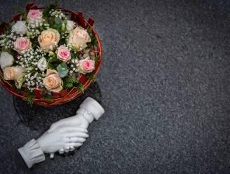 Ingetogen muziek zorgt voor sfeer op begraafplaatsen op Allerheiligen