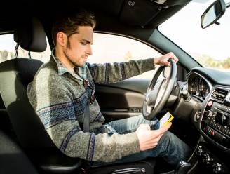Smartphone achter het stuur: recht op een schadevergoeding bij ongeval?