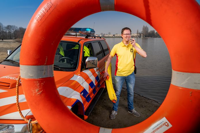 Joost van Kempen aan de oever van de Oosterplas.
