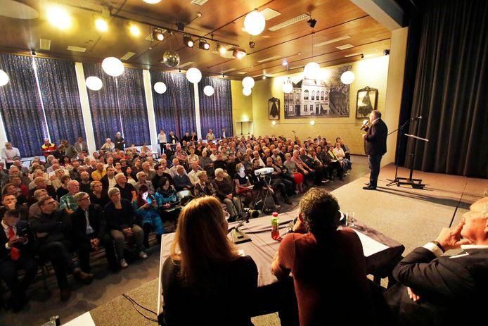 Veel belangstelling bij de presentatie van de nieuwbouw van het Bravis ziekenhuis in De Geerhoek in Wouw.