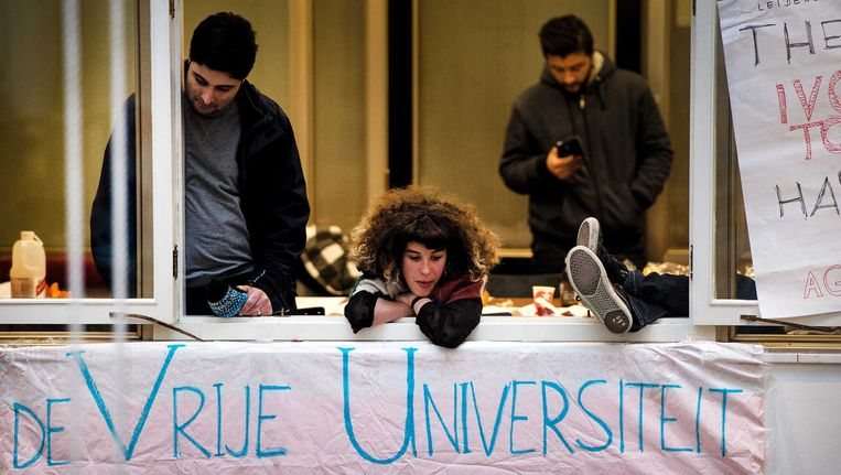 Studenten die het Amsterdamse Maagdenhuis bezetten, overnachten daar ook. Beeld ANP