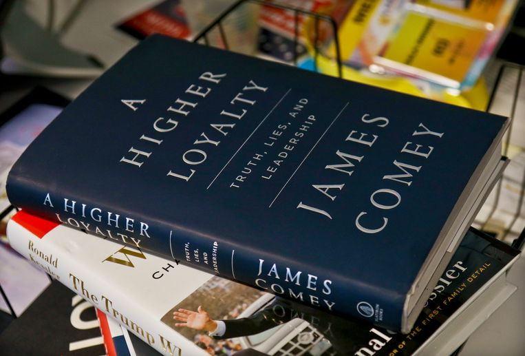 A copy of former FBI Director James Comey's new book, 'A Higher Loyalty: Truth, Lies and Leadership' is on display, Friday, April 13, 2018, in New York. Beeld AP