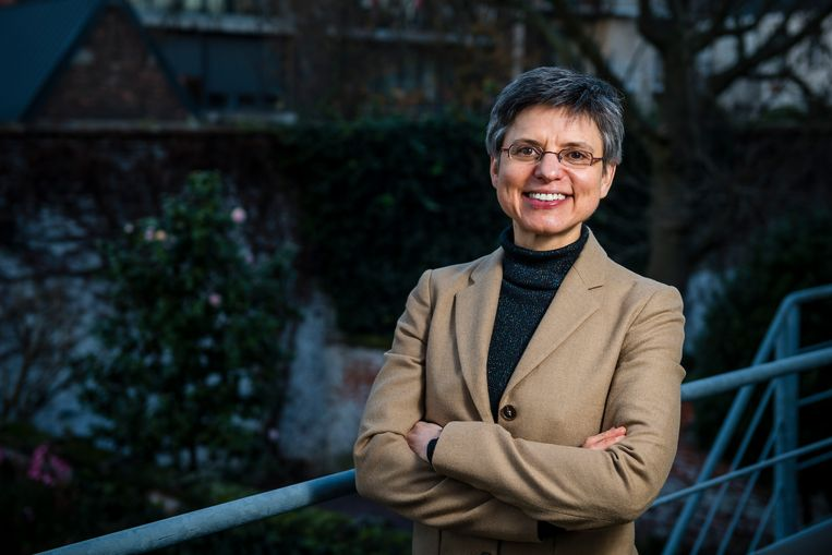 Antwerps provinciegouverneur Cathy Berx verbiedt het zingen van deur tot deur voor Nieuwjaar en Driekoningen. Beeld Gregory Van Gansen / Photo News