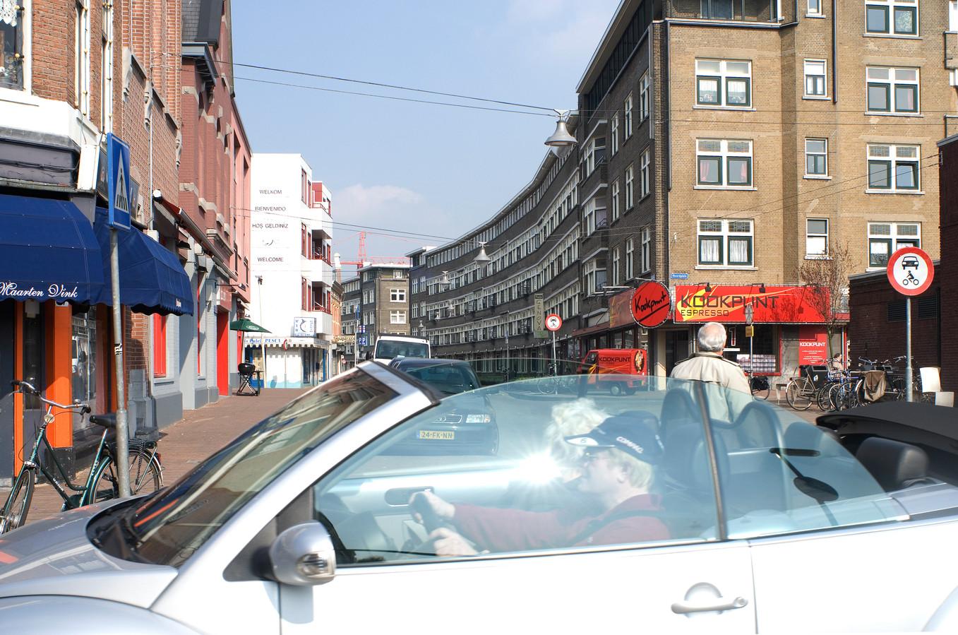 Het nu zo hippe Oude Noorden met zijn vele winkeltjes en restaurantjes is gered door de stadsvernieuwing. De gemeente had aanvankelijk plannen voor grootschalige sloop.