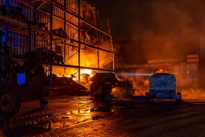 De brandweer voorkwam dat de brand in Oosterhout een écht grote brand werd.