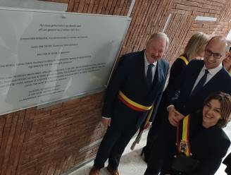 Nieuw gemeentehuis feestelijk geopend, ook heel wat inwoners kwamen kijkje nemen