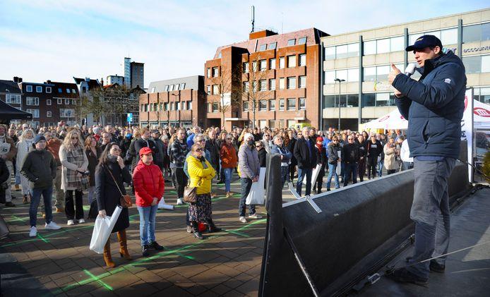 Forum voor Democratie houdt een verkiezingsmanifestatie in Vlissingen. Politieke manifestaties mogen doorgaan, mits iedereen voldoende afstand van elkaar houdt.