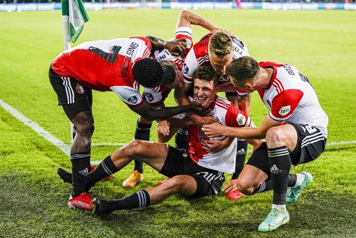 Guus Til was tegen FC Drita de grote man aan de kant van Feyenoord.
