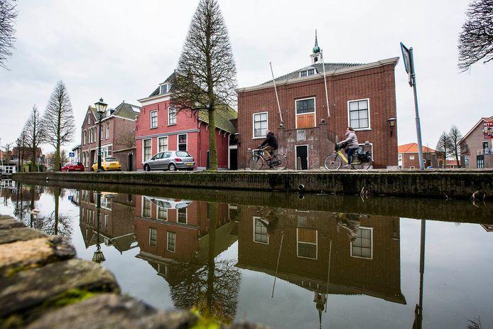Het voormalige gemeentehuis in hartje Maasland.