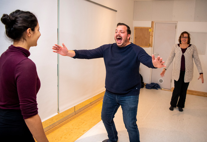 Verslaggever Rob van Elewout laat zich gaan tijdesn de Theaterles van Camie Bonger.