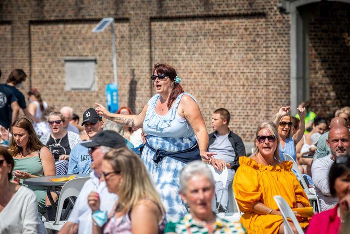 Z(w)ing in Hasselt op Vlaamse Feestdag tijdens optreden van Bart Kaëll