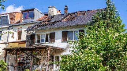 Brand aan friteuse op terras slaat over naar dak