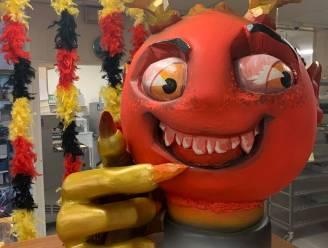 Anderhalve meter hoge mascotte verwelkomt klanten: bakkerij Sint-Anna is klaar voor de aftrap
