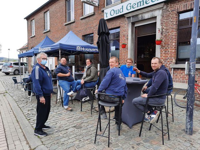 Een tien voor sfeer en gezelligheid op het terras van 't Oud Gemeentehuis.