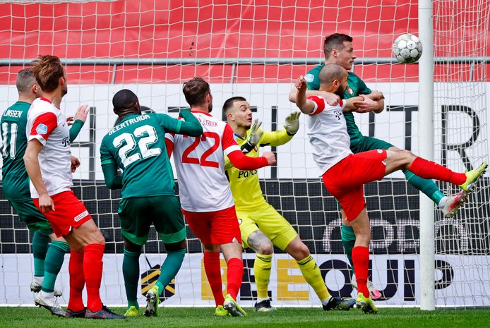 Feyenoord komt in Utrecht op achterstand.