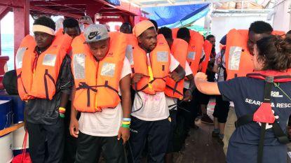 Bootvluchtelingen op Ocean Viking mogen in Italië aan land