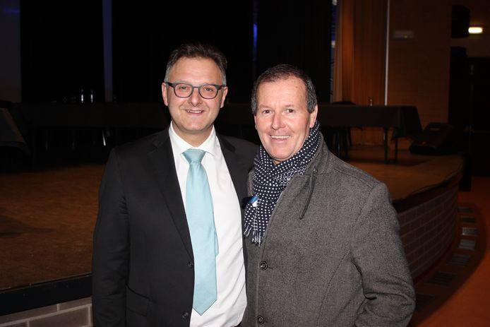 Kurt Beirens met zijn broer Stefaan bij de installatie van de gemeenteraad in januari
