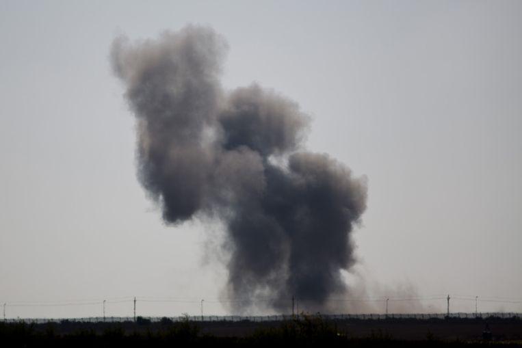 Beeld van een explosie eergisteren op het Egyptische schiereiland Sinaï. Beeld AP