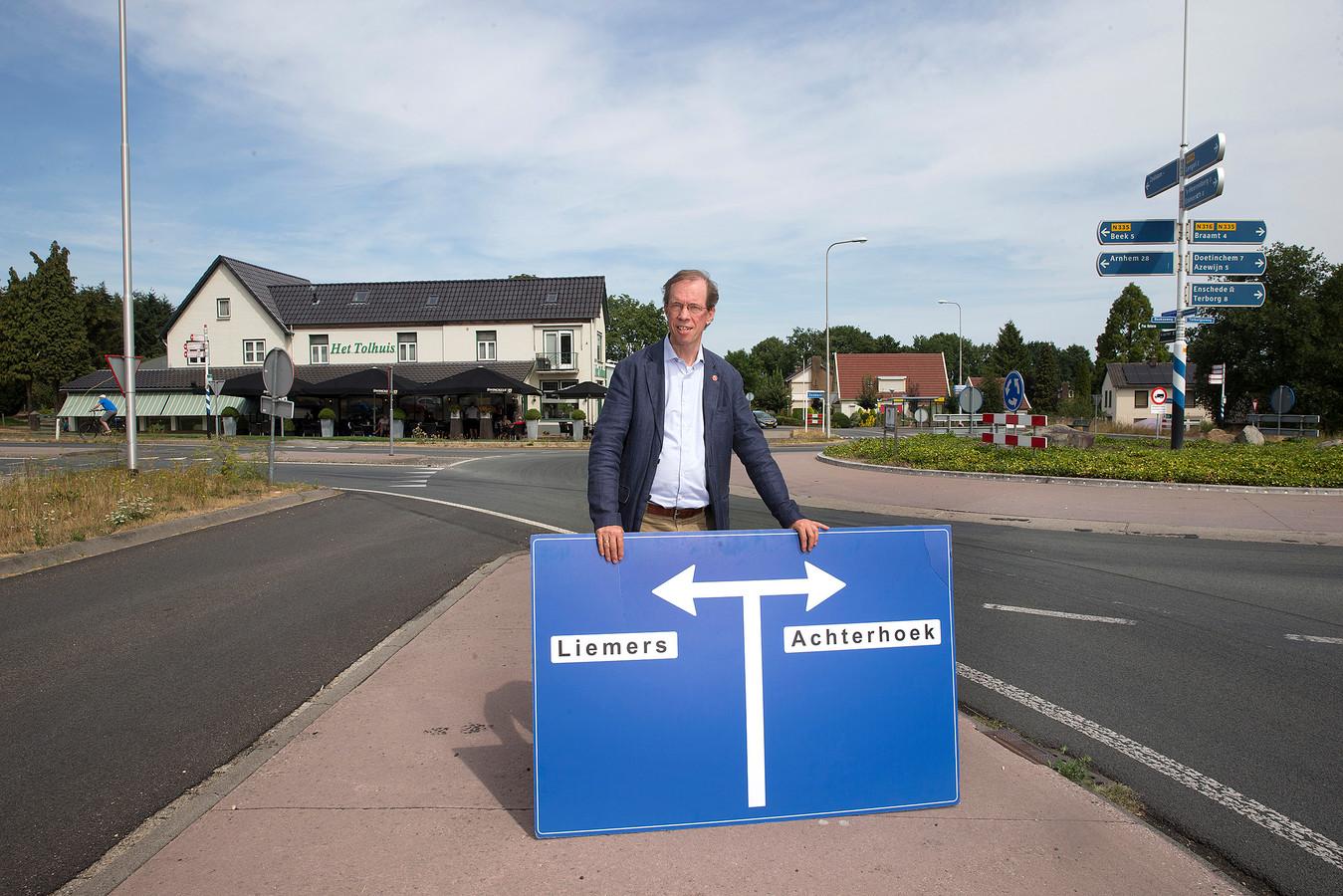 Antoon Berentsen op een karakteristieke plek in zijn geboorteplaats Zeddam.