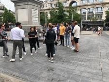 En toen was er taart: ludiek protest handelaars Groenplaats tegen horecakraampjes op plein