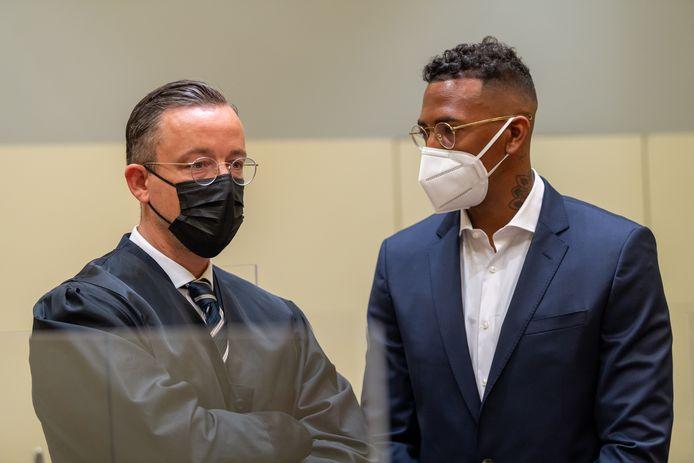 Boateng (rechts) in de rechtbank in München met z'n advocaat Kai Walden.