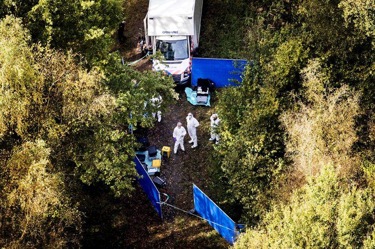 Een luchtfoto van een zoekactie gericht op een specifieke plek in de omgeving van het Nulderpad in Zeewolde. De politie had toen een vermoeden waar het lichaam van de vermiste Anne Faber was.