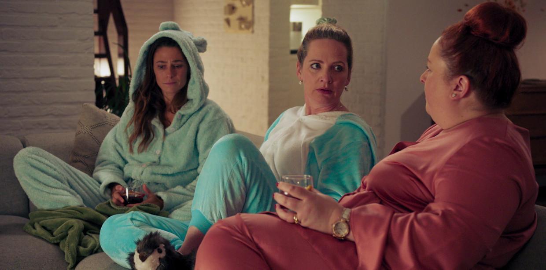 Kim Hertogs, Maaike Cafmeyer en Bea Van Der Gucht in 'Mijn Slechtste Beste Vriendin' op Streamz. Beeld Streamz