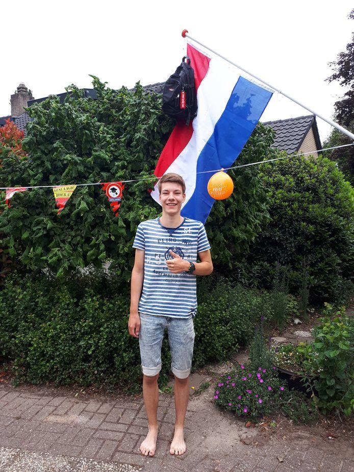 Bart Meenderman (18) uit Dalfsen heeft op het Meander College in Zwolle zijn VWO-diploma behaald. Hij gaat Lucht- en Ruimtevaarttechniek studeren aan de TU Delft.