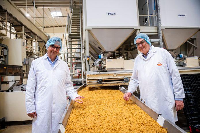 """Michel (58) en Matthieu (54) Soubry, kleinzonen van oprichter Joseph, leiden vandaag het bedrijf. """"Opa zette destijds al in op innovatie, en dat is doorslaggevend geworden voor het succes."""""""