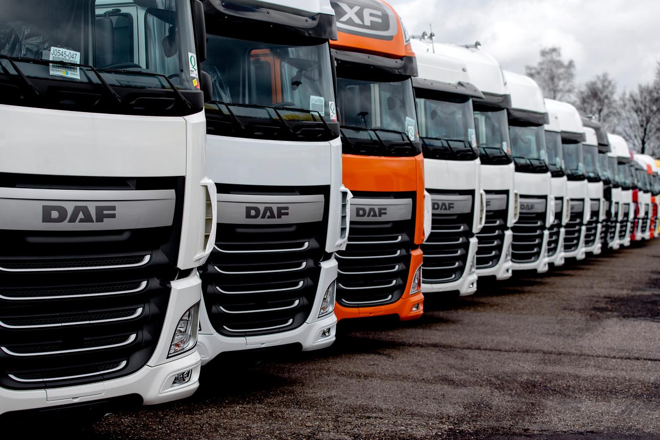 Vrachtwagens op het terrein van auto- en vrachtautofabrikant DAF Trucks in Eindhoven. De sector heeft het zwaar, voorspelt ING.
