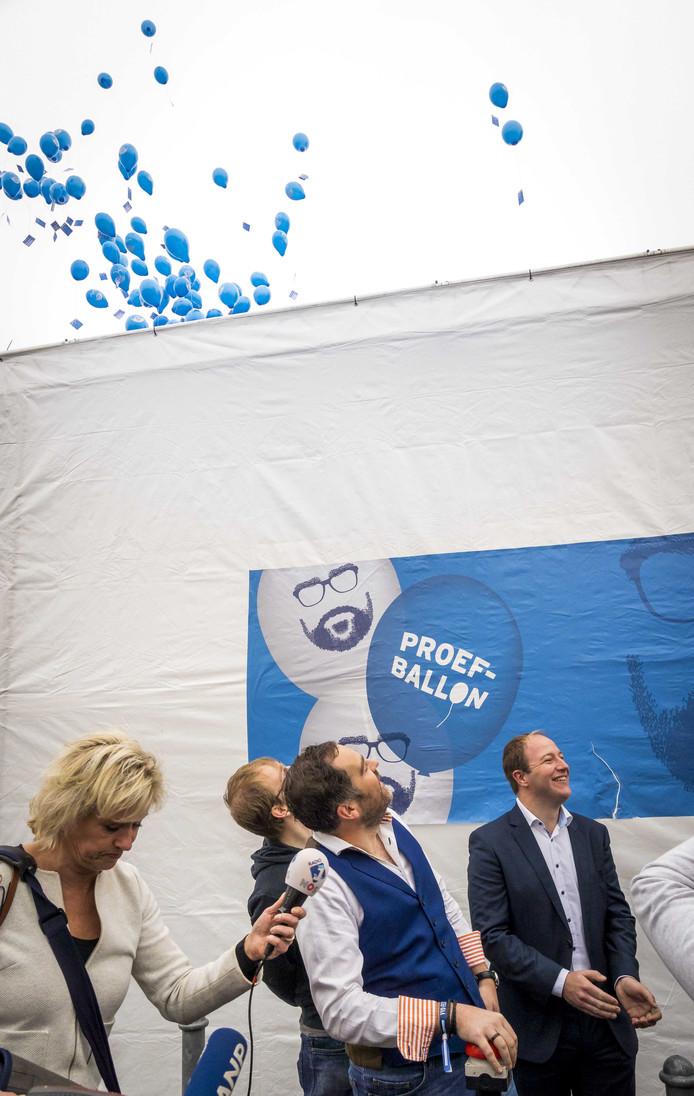 Klaas Dijkhoff op het moment dat hij de proefballonnen vrijliet tijdens het najaarscongres van de VVD.