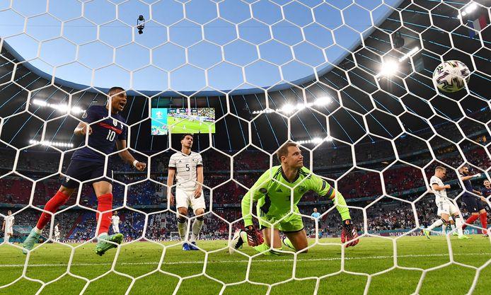 Na het eigen doelpunt van Mats Hummels (m) en de nederlaag tegenFrankrijk is de druk in Duitsland al voelbaar richting het tweede groepsduel, vanavond met Portugal.
