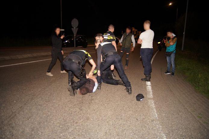 Een botsing in de nacht van dinsdag op woensdag loopt uit op een aanhouding met verzet. Op de N267 bij Heesbeen.