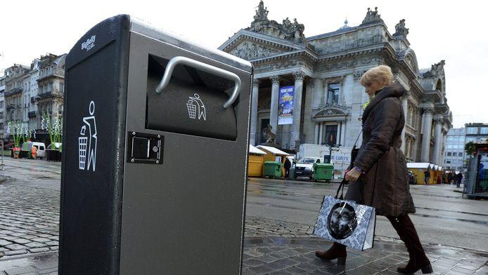 """Plusieurs poubelles dites """"intelligentes"""" ont été installées sur le piétonnier de Bruxelles."""