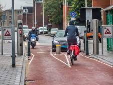 Slagader van de Schilderswijk slibt dicht, 'dat los je alleen op met nog meer paaltjes'