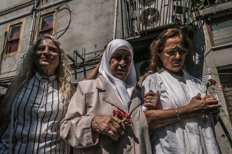 Sinds vorig jaar zijn de wakes naar een zijstraatje in Istanbul verbannen. Beeld Joris Van Gennip