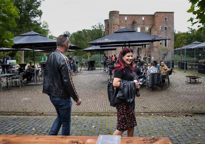 Kasteelruïne vormt het decor van het bierfestival
