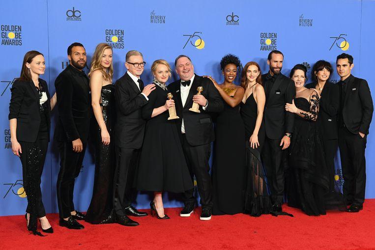 De cast en crew van 'The Handmaids Tale'. Beeld Getty Images