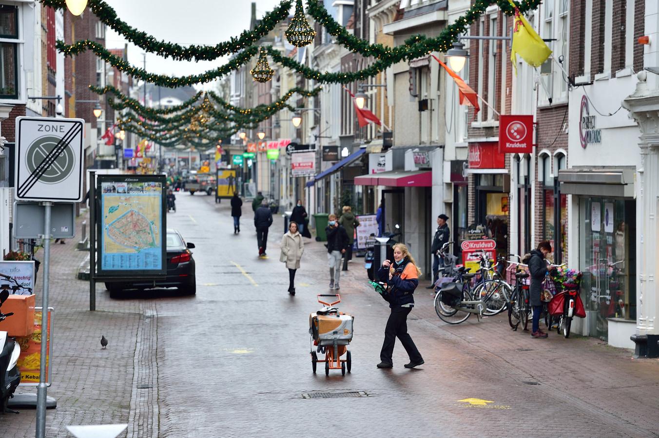 Het centrum van Gouda op de eerste dag van de lockdown in december.