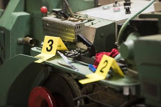 Machines in een illegale sigarettenfabriek die door de FIOD werd opgerold.